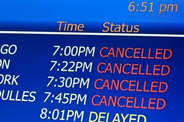 Los países cancelan vuelos al Reino Unido